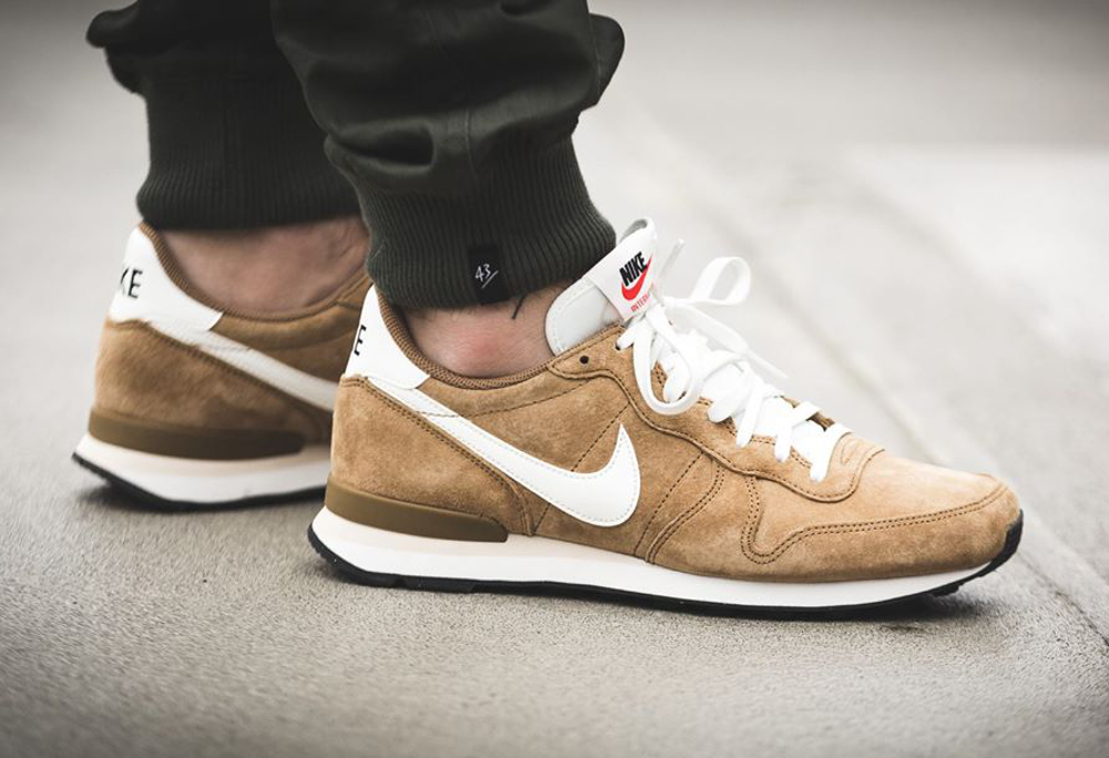 Nike Internationalist Leather Golden Tan (daim de porc) (2)