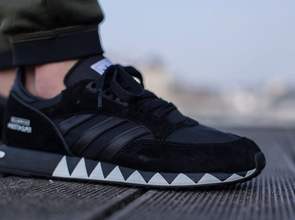 Adidas Boston Super x Neighborhood 'Black' (noir) aux pieds (2)