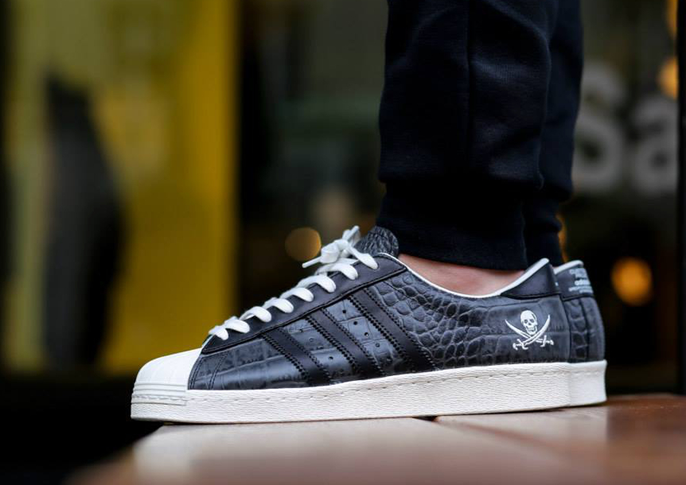 basket adidas superstar w noir et motif crocodile