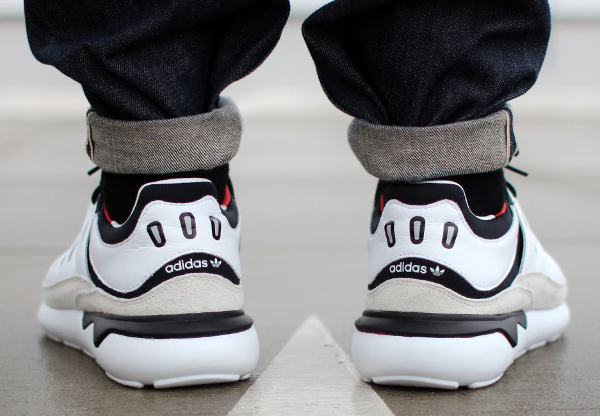 Adidas Tubular 93 OG (Black White) aux pieds (2)