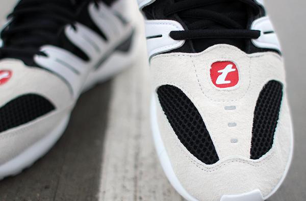 Adidas Tubular 93 OG (Black White) aux pieds (4)