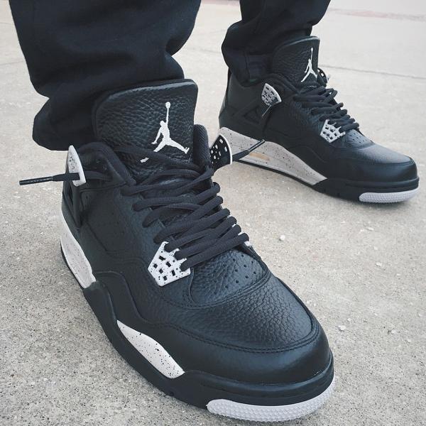 Air Jordan 4 Oreo Retro 2015 aux pieds (2)