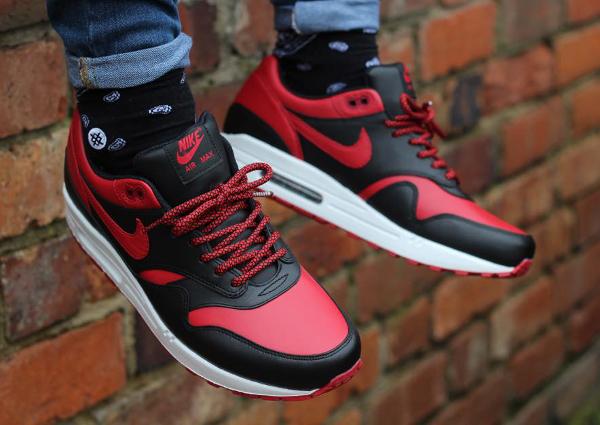 Nike Air Max 1 Bred QS aux pieds