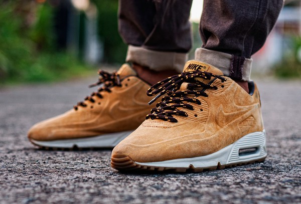 2011-Nike Air Max 90 Vac Tech - Msgt16