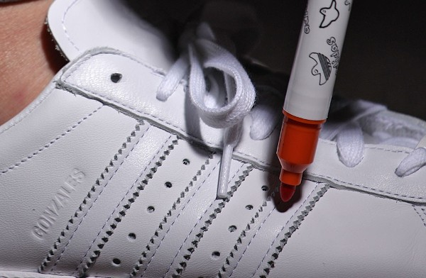 Adidas Superstar 80's x Mark Gonzales 'The Gonz' aux pieds (1)