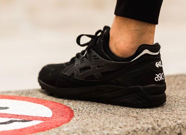 Asics Gel Kayano Trainer Black Black aux pieds (3)