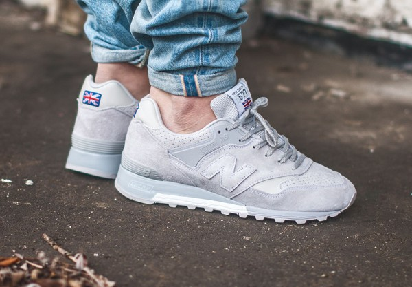 new balance flying the flag blanche