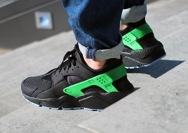 Nike air huarache fb 39 black poison green 39 o l 39 acheter for Acheter poison