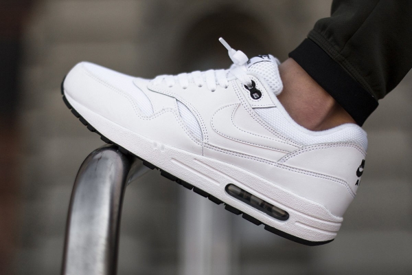 Nike Air Max 1 Essential White & Black (blanc) ...