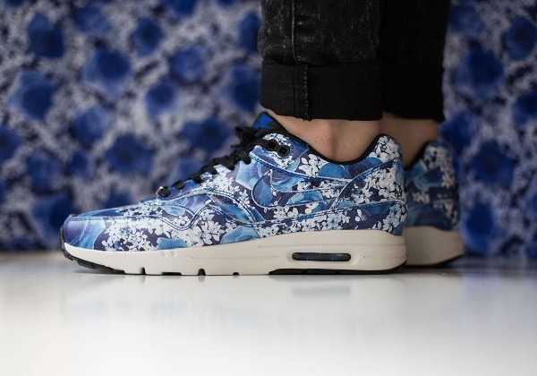 Nike Air Max 1 Ultra City 'Floral' Tokyo aux pieds (1)