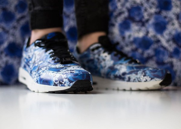 Nike Air Max 1 Ultra City 'Floral' Tokyo aux pieds (2)