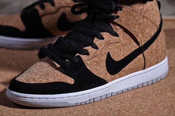Nike Dunk High SB Cork aux pieds-1