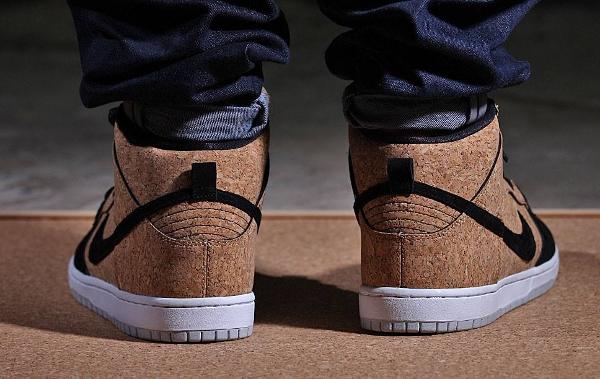 Nike Dunk High SB Cork aux pieds-2