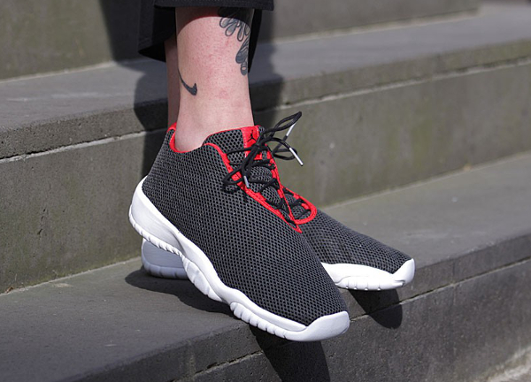 Air Jordan Future Low Bred (Black University Red) (2)