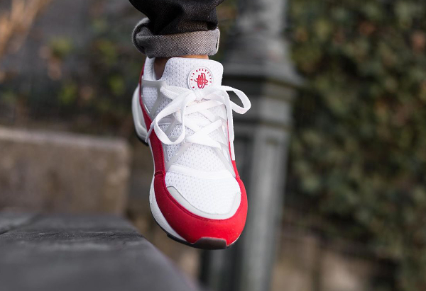 Nike Air Huarache Light White University Red Grey (2)
