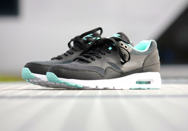 Nike Air Max 1 Ultra Essentials Black Artisan Teal White (1)