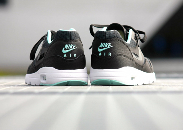 Nike Air Max 1 Ultra Essentials Black Artisan Teal White (4)