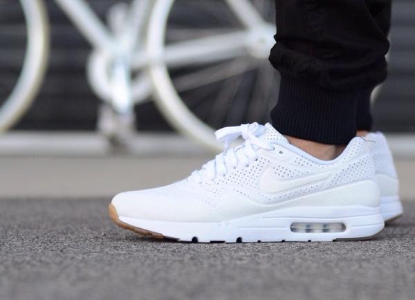 Nike Air Max 1 Ultra Moire White Gum aux pieds (2)