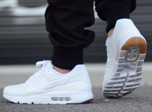 Nike Air Max 1 Ultra Moire White Gum (blanc) aux pieds (3)