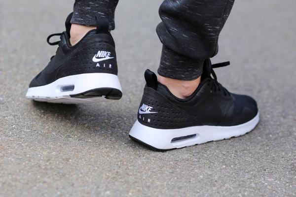 Nike Air Max Tavas SE Noir & Blanc (Black White) (1)
