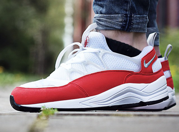 Nike Huarache Light OG University Red aux pieds