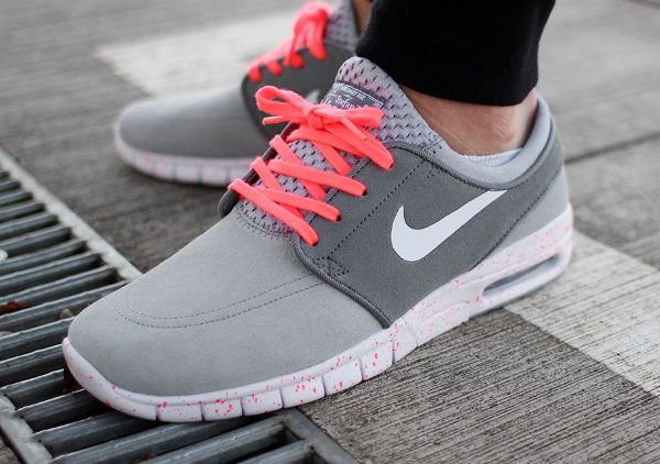 Nike SB Janoski Max Wolf Grey Hot Lava (gris et rose) aux pieds (1)