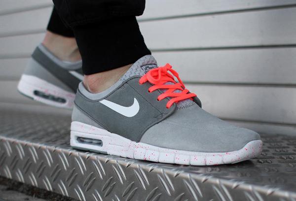 Nike SB Janoski Max Wolf Grey Hot Lava (gris et rose) aux pieds (2)
