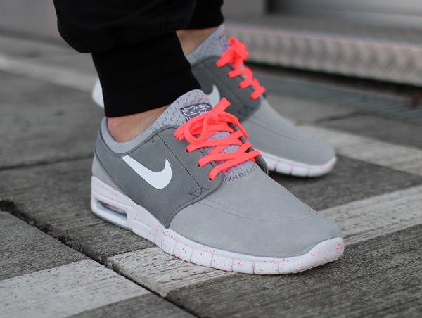 Nike SB Janoski Max Wolf Grey Hot Lava (gris et rose) aux pieds (3)