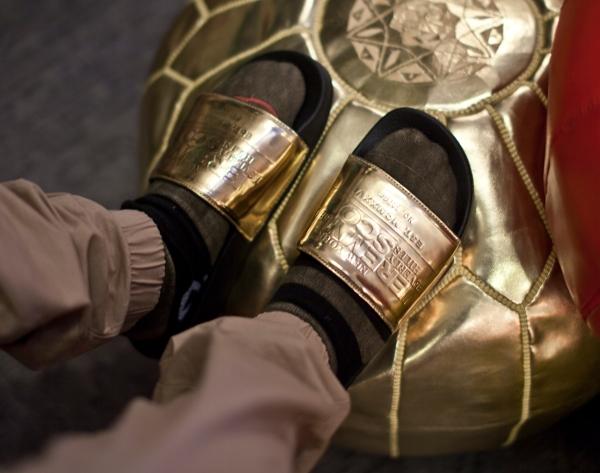 sandales Adilette Jeremy Scott Plaque (1)