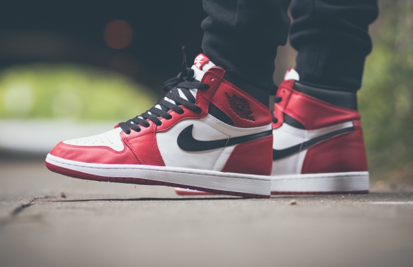 Air Jordan 1 High OG Chicago Retro 2015 aux pieds (3)