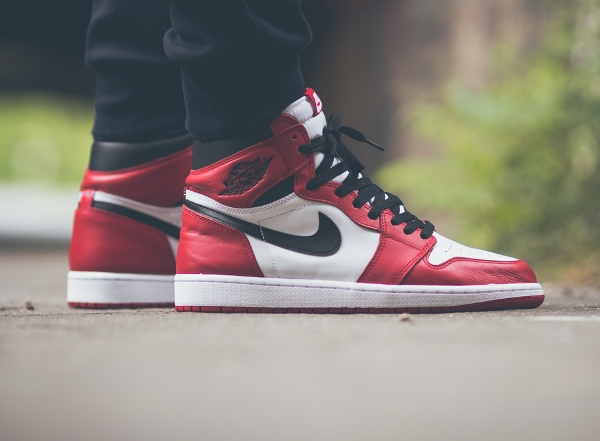 Air Jordan 1 High OG Chicago Retro 2015 aux pieds (4)