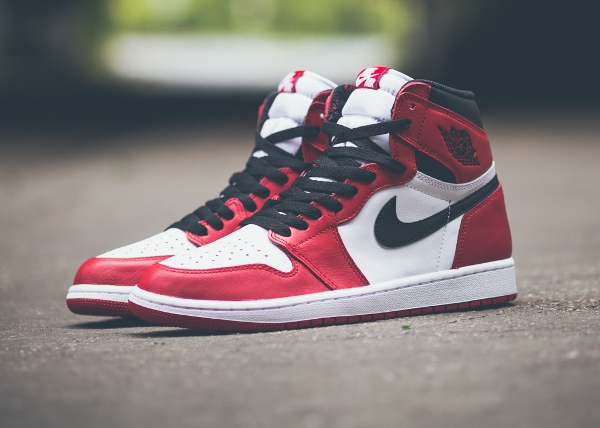 Air Jordan 1 Retro High OG White Varsity Red 2015 (1)