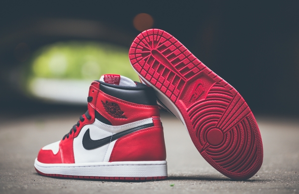 Air Jordan 1 Retro High OG White Varsity Red 2015 (2)