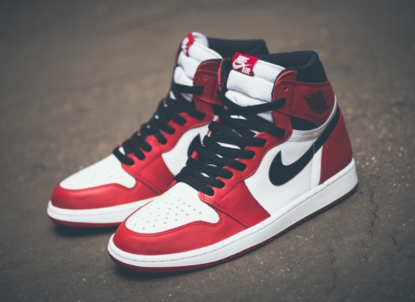 Air Jordan 1 Retro High OG White Varsity Red 2015 (7)