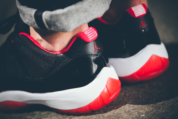 Air Jordan 11 True Red aux pieds (1)
