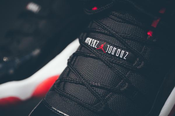 Air Jordan 11 True Red aux pieds (2)