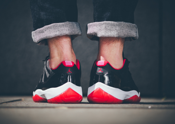 Air Jordan 11 True Red aux pieds (3)