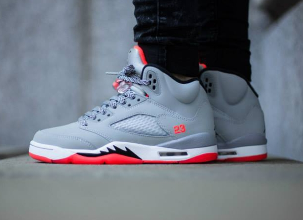 Air Jordan 5 Retro GG Wolf Grey Hot Lava aux pieds (1)