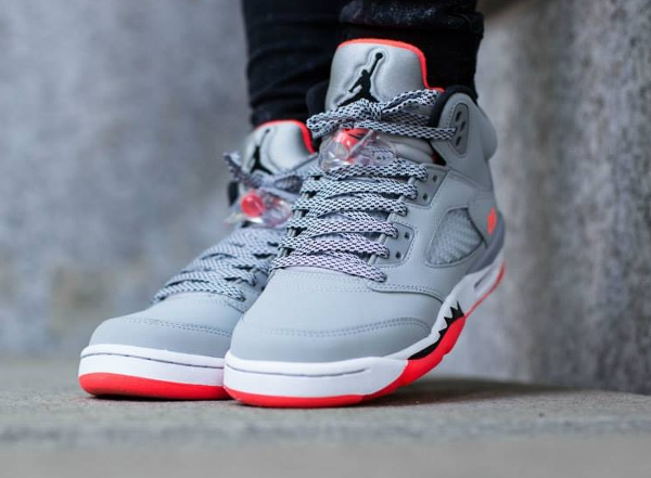 Air Jordan 5 Retro GG Wolf Grey Hot Lava aux pieds (2)