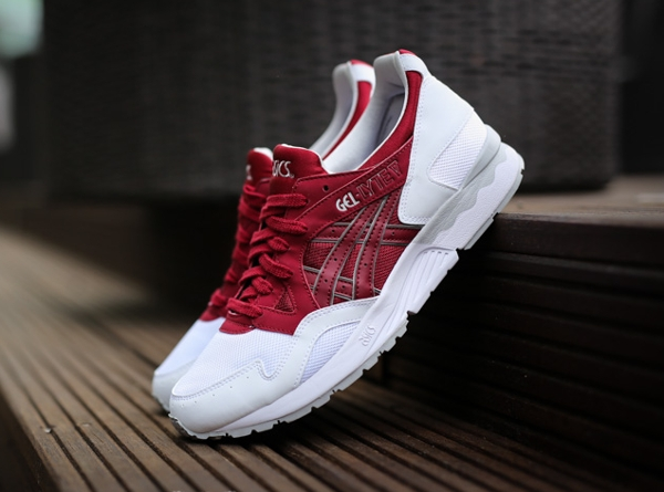 asics red and white