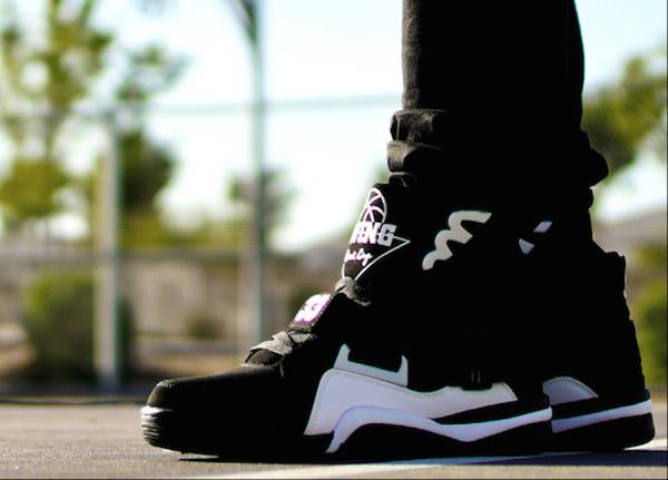 Ewing Concept Black White Retro aux pieds (1)