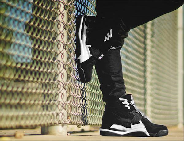 Ewing Concept Black White Retro aux pieds (2)