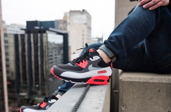 Nike Air Max 90 OG Reverse Infrared aux pieds (2)