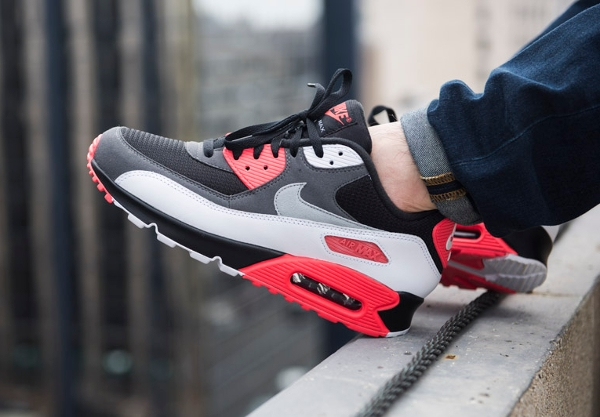 Nike Air Max 90 OG Reverse Infrared aux pieds (3)