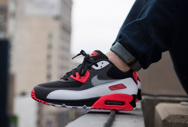 Nike Air Max 90 OG Reverse Infrared aux pieds (4)