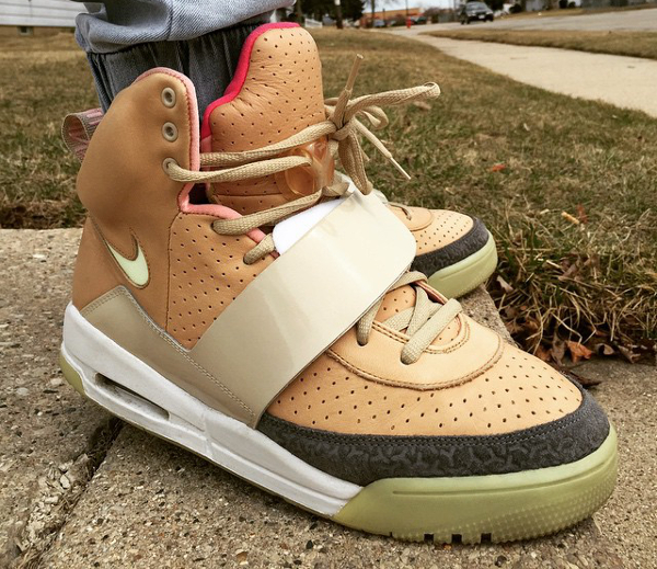 688c476c44ba3 40 paires qui s inspirent d une Nike Air Yeezy