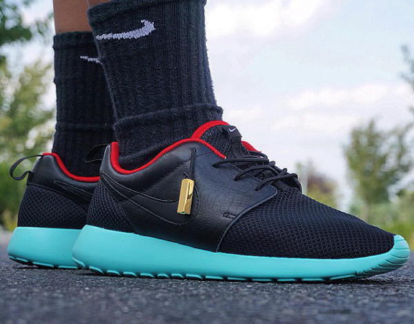 Nike Roshe Run customisée Yeezy Solar Red - Aaron Chang