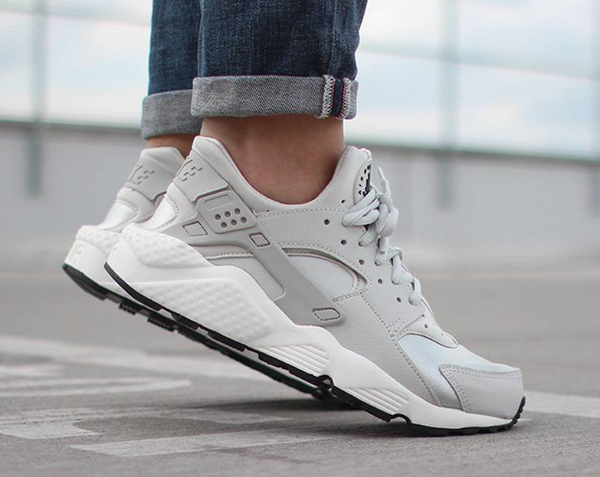 nike air huarache light gris