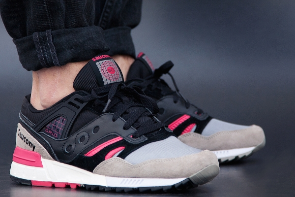Saucony Grid SD Games Pack Black Grey Pink aux pieds