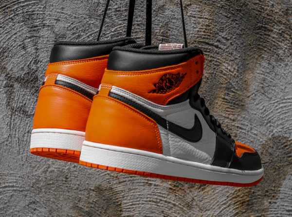 Air Jordan 1 Retro High OG Black White Team Orange (2)